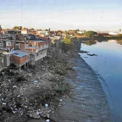 La dramática situación de los que viven a orillas del Riachuelo