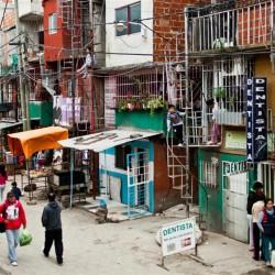 Vivienda: casi tres millones de personas viven en villas o en asentamientos