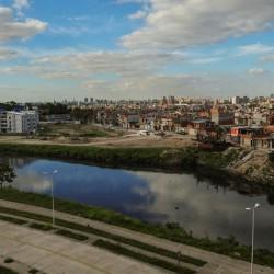 Riachuelo: reubican a familias de las villas de Barracas, pero aún quedan 1.000 que viven en las orillas