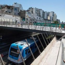 Cómo techan las vías del Sarmiento para hacer una plaza para Almagro, uno de los barrios con menos verde