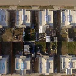 Los misteriosos mensajes escondidos en los techos de un barrio de La Plata
