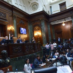 Con la oposición en contra, se aprobaron los códigos Urbanístico y de Edificación
