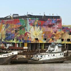Con gigantescos murales, empiezan a revitalizar el puerto arenero