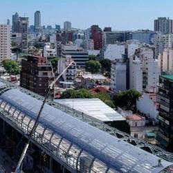 Un paisaje futurista: la estación Belgrano C del tren Mitre vista desde el aire