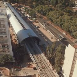 """Desde el aire: la calle Juramento sin barreras y la """"futurista"""" estación Belgrano C"""