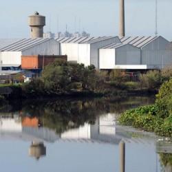 Un fallo le exige a Acumar que controle los gases contaminantes en el Riachuelo