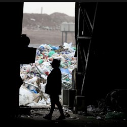 Viaje al mundo de la basura: la película que muestra cómo trabajan los recuperadores