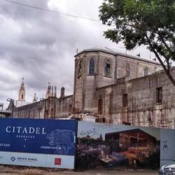 Vecinos denuncian que construyen un edificio privado en un predio público de Barracas