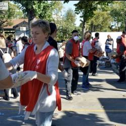 """Consecuencias de la pandemia Coronavirus: en el Conurbano refuerzan la entrega de alimentos a barrios postergados y se preparan para """"cuando se complique"""""""