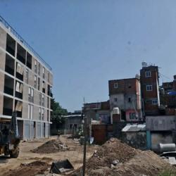 Coronavirus en Argentina: con las mudanzas a viviendas nuevas paralizadas, buscan formas de implementar el aislamiento en las villas