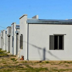 Axel impulsa un plan de viviendas para 2.400 familias en La Plata