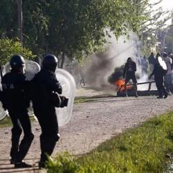 La policía desalojó el predio de Guernica: enfrentamientos con los ocupantes y detenidos