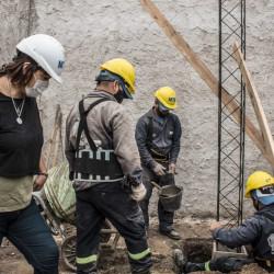 En La Matanza, la cooperativa Construir hace veredas y conexiones de agua potable