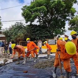 Un barrio con 50.000 vecinos.  Hacen pozos para recibir el agua de lluvia y evitar inundaciones en Vicente López