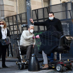 Protesta en sillas de ruedas contra una modificación al Código de Edificación porteño